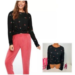 PINK VS TWIST KNOT FRONT LONG SLEEVE TEE ROSES